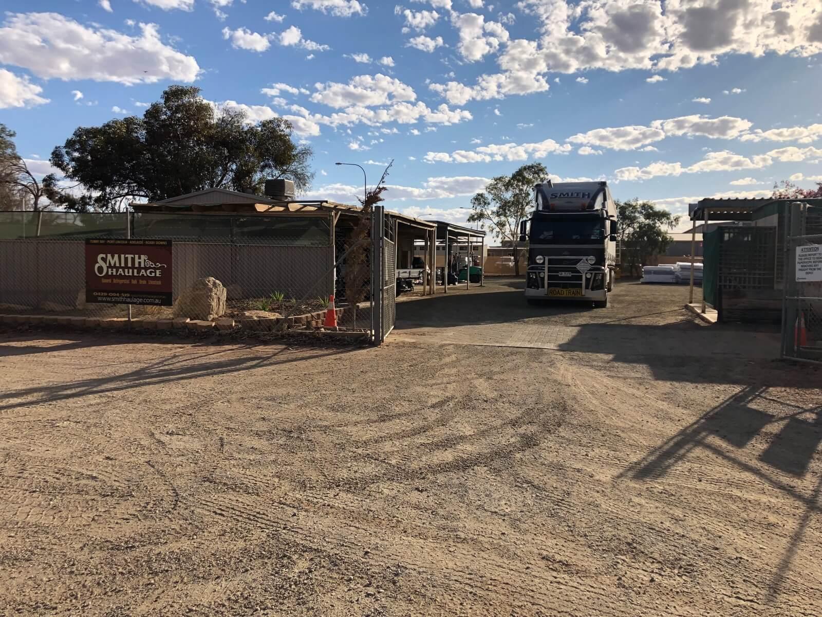 https://www.smithhaulage.com.au/wp-content/uploads/2017/05/Roxby-Downs-Depot.jpg