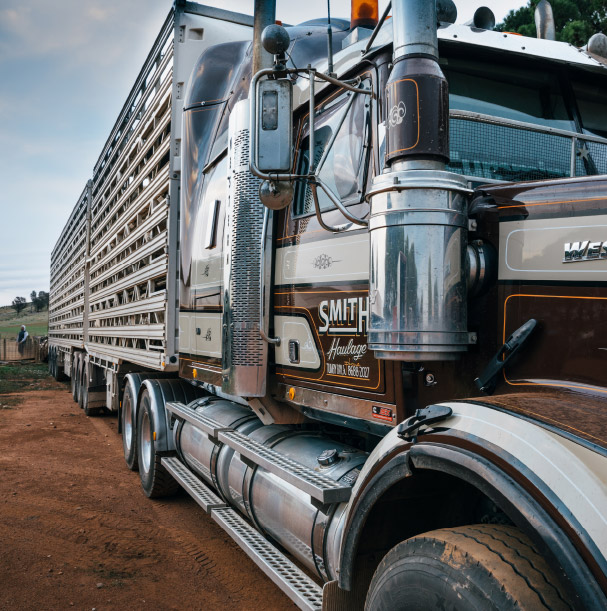 https://www.smithhaulage.com.au/wp-content/uploads/2018/10/home-about.jpg