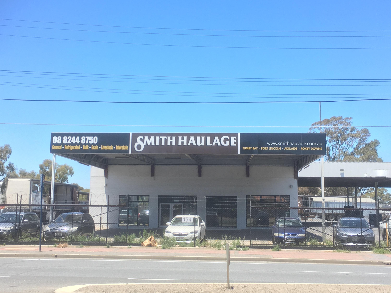 https://www.smithhaulage.com.au/wp-content/uploads/2019/02/Adelaide-DEpot.jpg
