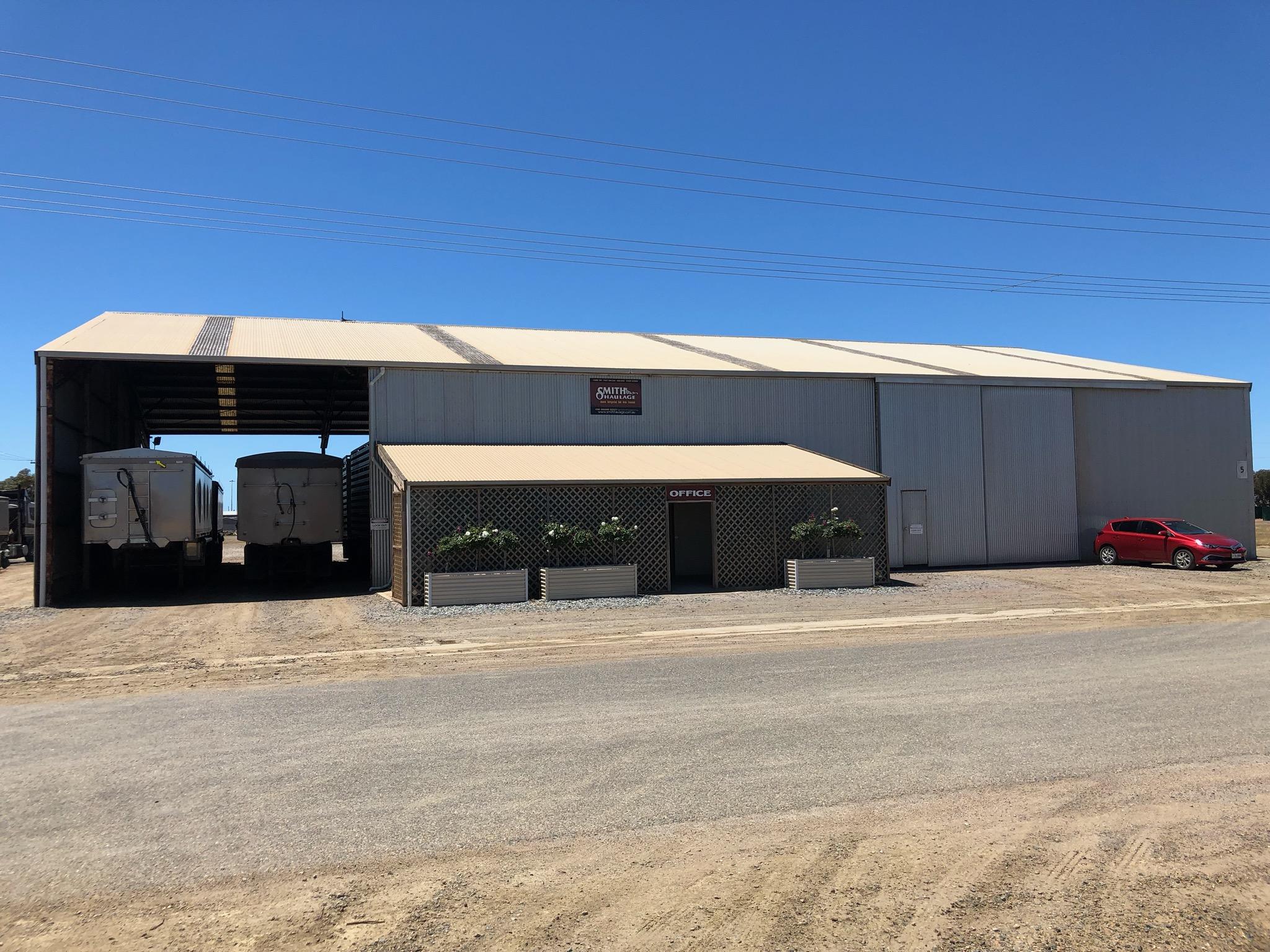 https://www.smithhaulage.com.au/wp-content/uploads/2019/02/Tumby-Bay-Depot.jpg